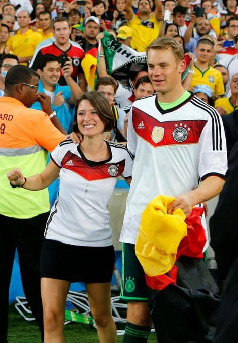 Manuel mit früherer Freundin Kathrin Gilch nach WM Sieg im Maracana - Stadion in Rio de Janairo