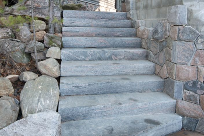 This Lake Muskoka staircase utilized sawn all sides Rosseau granite stair treads as a descent from an upper patio area down to dock level. The tread were sawn to size on all six sides at the Muskoka Rock Company plant. They were then flame textured for a precise yet natural finish. The installation of dimensional sawn treads is greatly expedited, as no cutting is required on site.