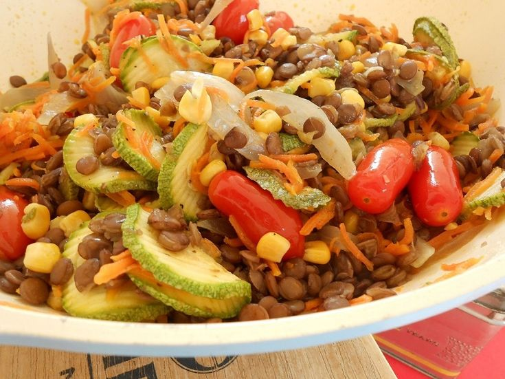 Ζεστή φακοσαλάτα με λαχανικά - http://www.zannetcooks.com/recipe/zestifakosalatalaxanika/