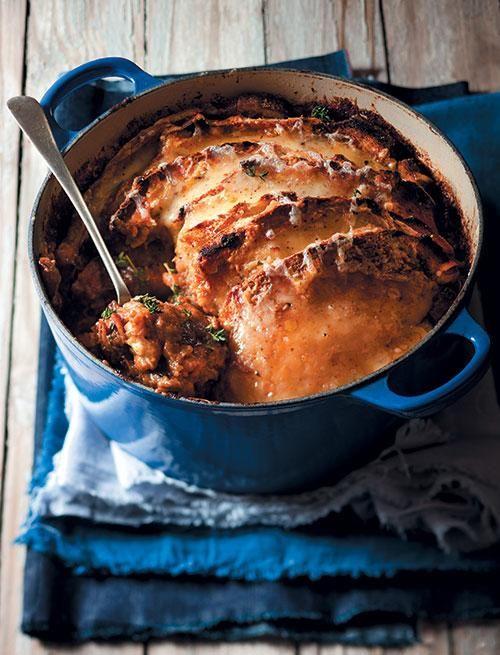 Beef shin and mushroom stew with a cheese topping | Beesskenkel-en-sampioen-bredie met 'n kaasbolaag