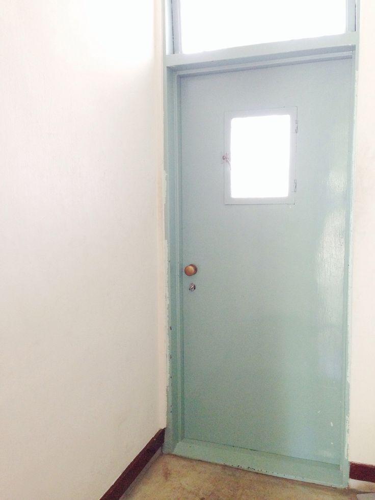 玄関ドア・レトロな建物