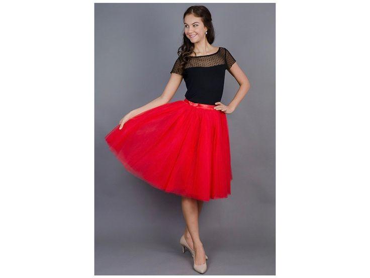 Dámská tylová TUTU sukně červená. stylová tutu sukně ve dvou délkách spodní neprůhledná vrstva ze saténu 3 vrstvy pevnějšího tylu pro požadovaný objem vrchní 2 vrstvy z jemného tylu příjemného na dotek gumička v pase pro velikost 70 cm - 90 cm