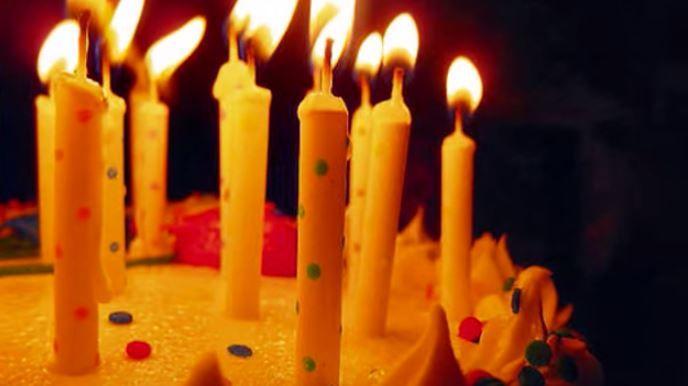 Tradicional canción de happy birthday, un vídeo de cumpleaños sencillo a la vez que muy elegante, perfecto para todo el mundo.