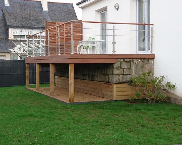 Les 25 meilleures id es concernant terrasse sur lev e sur for Terrasse pilotis bois