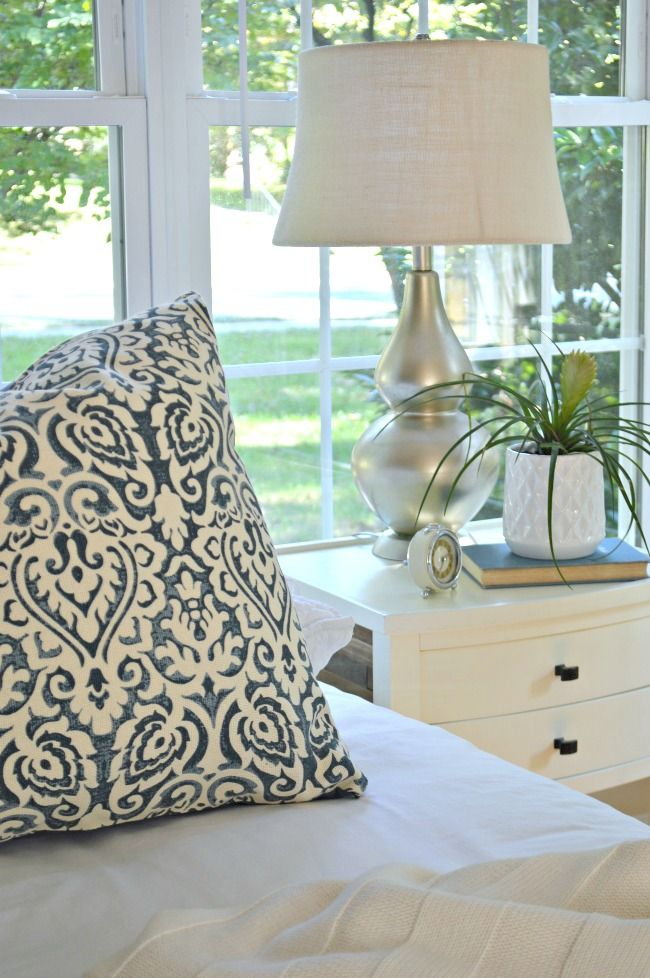An inexpensive and easy lamp makeover using spray paint to give it a whole new look.