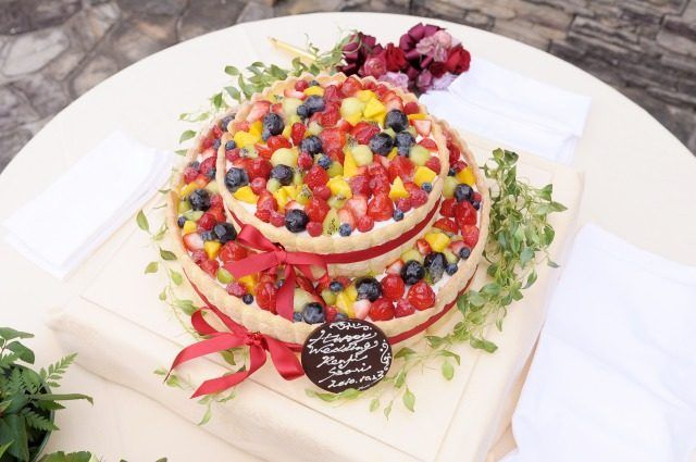 結婚式場写真「ウエディングケーキのデザインもオーダーできる。イメージを伝えて、オリジナルケーキを完成させて」 【みんなのウェディング】