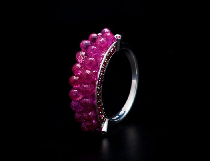 Anemone Ring - #digregorio_milano #digregoriogioielli_milano #whitegold #briolettesapphires #redsapphires #rubies #sea #anemone #ring #jewel #jewellery #finejewellery #luxury