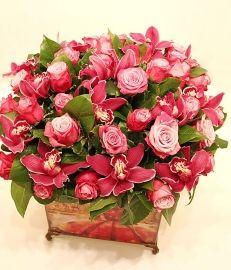 """Композиция с розами и орхидеями """"Венеция""""с доставкой по Москве. Ателье цветов и декора """"Нескучный сад"""""""