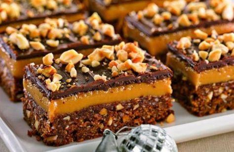 Ispita iernii, cu crema caramel si glazura de ciocolata Ispita iernii, ciocolata, este deliciul care te va atrage inca o data, si inca o data la masa pentru o portie in plus de desert. Prajitura cu