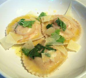 25+ best ideas about Egg yolk ravioli on Pinterest | Ricotta ravioli ...