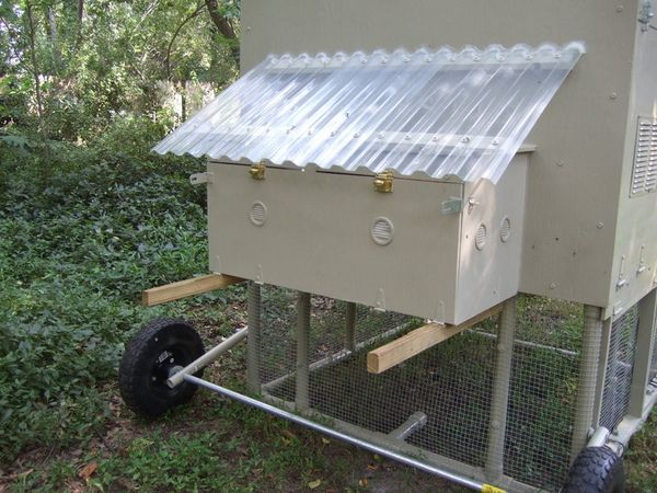 17 best images about chicken coops on pinterest pvc for Pvc chicken house