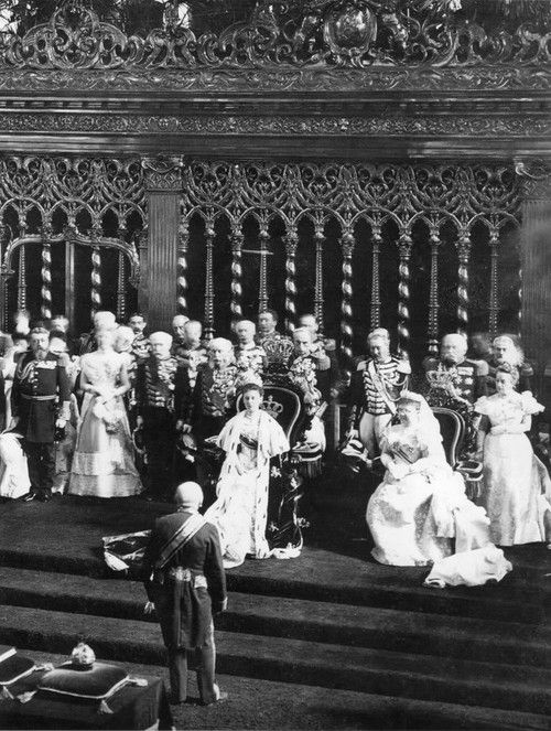 teatimeatwinterpalace:  Queen Wilhelmina of the Netherlands inauguration on 6 September 1898.