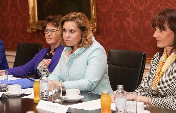 Wort.lu - Day one of Luxembourg's Royal state visit to Austria. Round table discussion about immigrating women and people with disabilities in the presence of Grand Duchess Maria Teresa and Madame Margit Fischer.