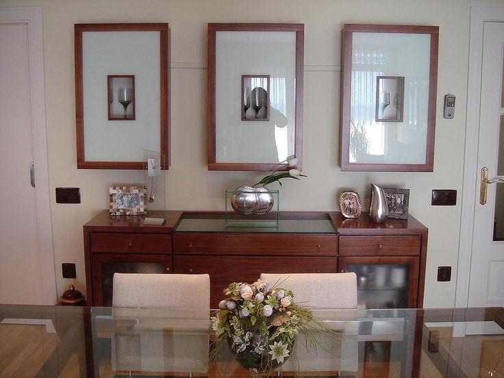 Conjunto de comedor con mesa de vidrio bufet de madera y for Mesas de comedor de vidrio