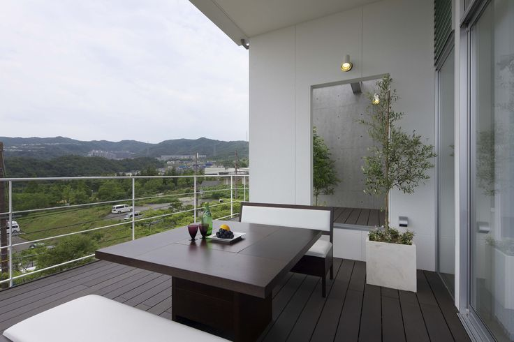 house in a view 景色の中の家
