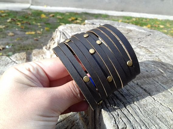 Leather bracelet made of genuine leather. Made entirely by hand. Ideal special gift for a friend (birthday, christmas, graduation, holidays, valentines, wedding favor etc.) or right for you!  ***Wrist size***  X-Small - 6 (15.24 cm) Small - 6.5 (16.51 cm) Medium - 7 (17.78 cm) Large -