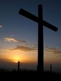Google Afbeeldingen resultaat voor http://us.cdn3.123rf.com/168nwm/perreten/perreten1207/perreten120700005/14334173-katholieke-kruis-op-de-top-van-een-berg.jpg