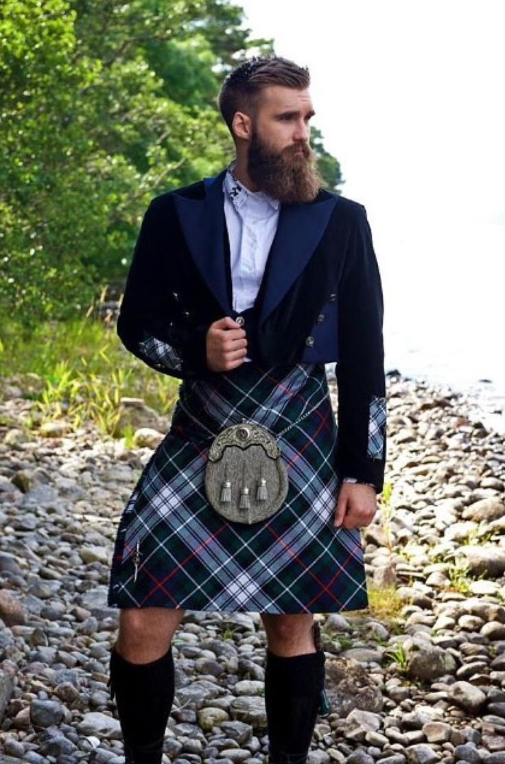 BEARDREVERED on tumblr : Who hasn't fantasized making out with a hot bearded guy in a kilt...