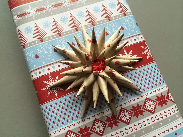 Red and pale blue giftwrap with Kraft star