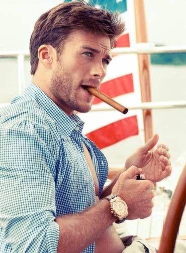 Famoso por seus filmes premiados, o diretor Clint Eastwood tem outros feitos fora da tela para também se orgulhar. Um deles, ou melhor, o pr...
