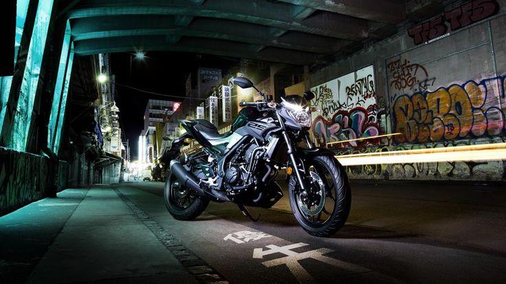 Yamaha'nın dinamik MT-25 modeli, motosiklet tasarımındaki yeni dalgayı temsil ediyor. Sportif, çok yönlü karakteri ve özgün MT tarzına sahip naked gövdesiyle MT-25, deneyimli ve kendini geliştirmeye çalışan sürücüler için ideal. #karanligikucaklaMT25 #thedarksideofjapan #revsyourheart #kalbinizihizlandirir #MT25 #Yamaha #motosiklet