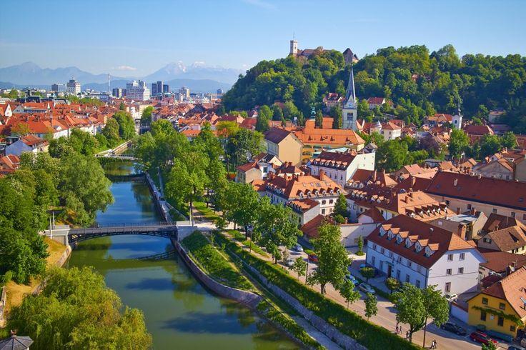 Ljubljana wins the WTTC tourism for tomorrow award   The Slovenian Convention Bureau