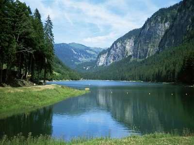 Lac Montriond, Morzine, Rhone Alpes, France - Photographie  Haut / Nature & Paysages / Paysages de nature / Montagnes / Montagnes (photograp...