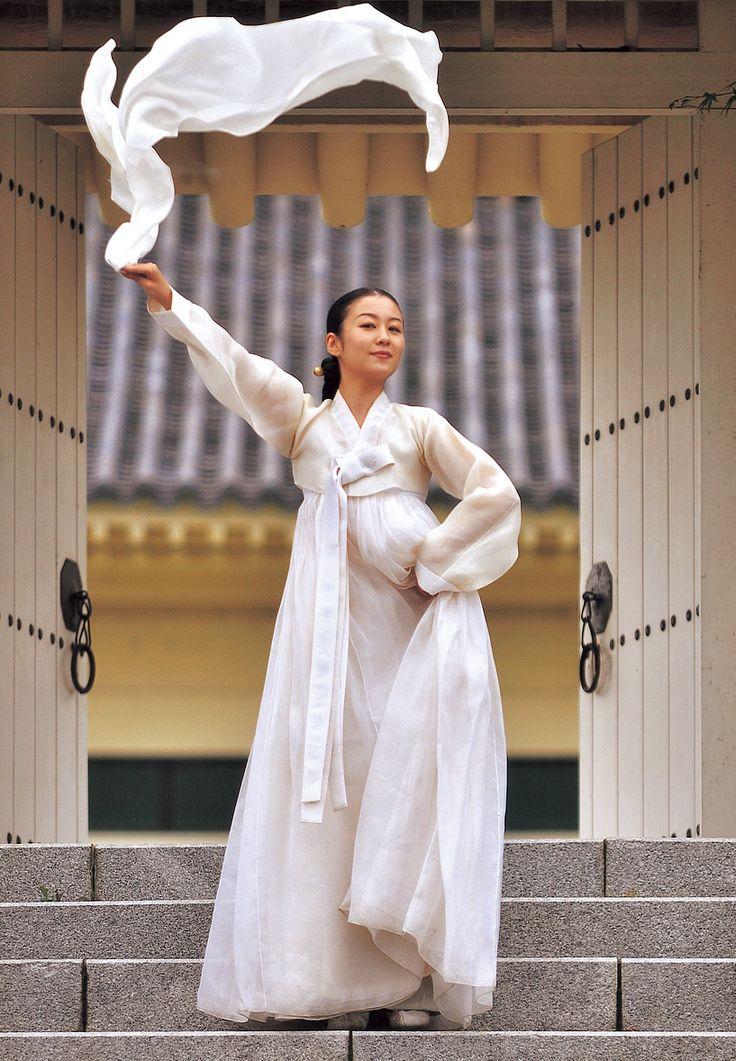 Beautiful All White Hanbok 한국 전통 의상 한복