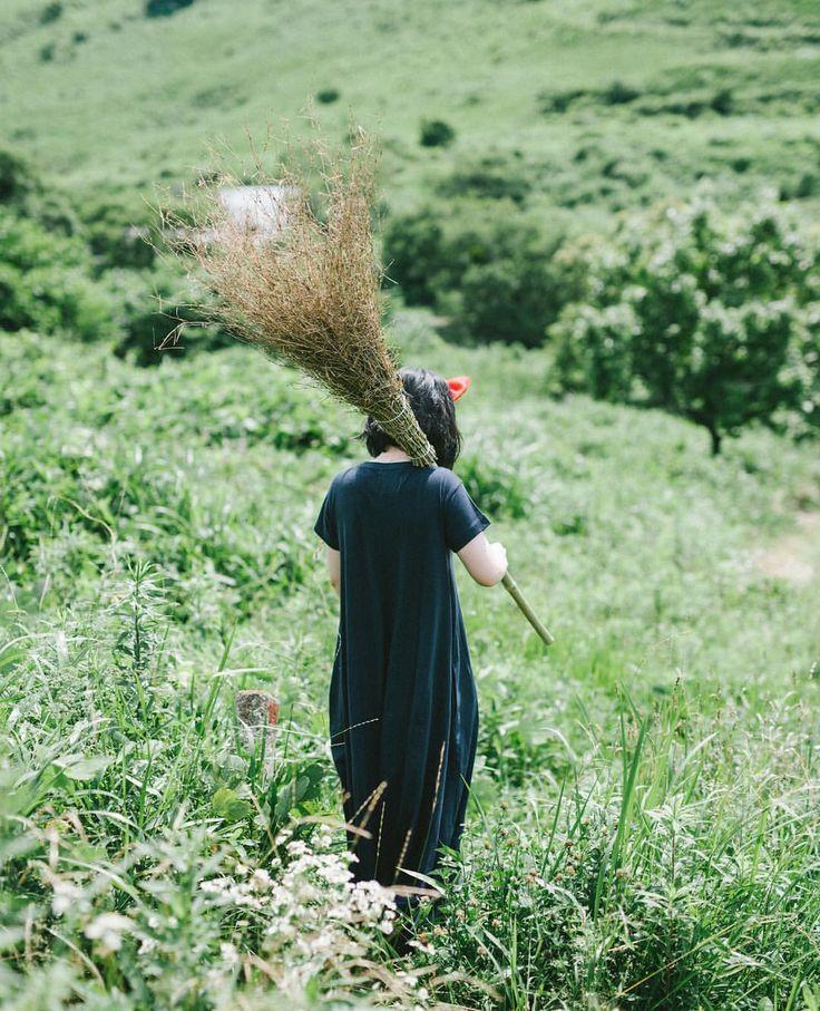 "920 Likes, 4 Comments - Makoto Tanimoto (@mt_portrait) on Instagram: ""2017.7.22 ㅤㅤㅤㅤㅤㅤㅤㅤㅤㅤㅤㅤㅤ 背中で語るキキ。 ㅤㅤㅤㅤㅤㅤㅤㅤㅤㅤㅤㅤㅤ 今日も暑かったですね。山口の秋吉台へ行きましたが、ここ平尾台とまた雰囲気が違っていい景色でした。…"" » portrait » girl » lady » boy » bro » guy » lady » woman » photography » session » lights » photo » instagram worthy » bro » dude » wassup man » pins for pins » pinterest » style » fashion » adventure » tones » shading » lighting » family »"
