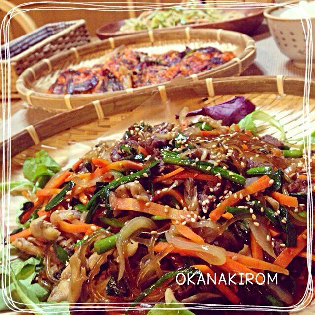 今まで、緑豆春雨でやっていたチャプチェ。 スーパーで韓国春雨を見つけたので、本格的な感じで作ってみました〜♡ 牛肉も、奮発♪ モチモチでうまーい♡ ☆簡単本格的チャプチェ ☆キムチのチヂミ ☆もやしの中華風サラダ - 359件のもぐもぐ - 簡単♡本格チャプチェ( •ॢ◡-ॢ)-♡ by おかな