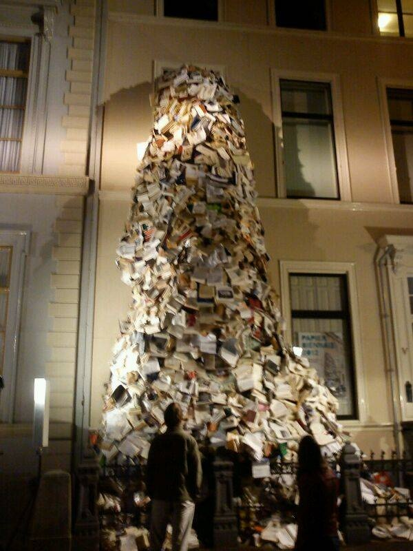 Bookfall, during the museumnight in The Hague