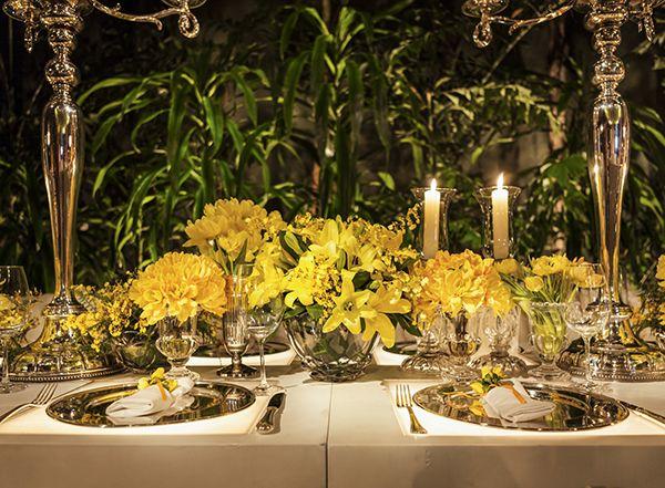 Decoração de casamento - flores amarelas - mesa dos convidados ( Decoração: Roberta Fasano | Foto: Douglas Daniel )