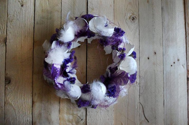 Fialový velikonoční věnec II. - Korpus je oblepený skořápkami od vajíček a dozdoben sysálem a mašlí, vše ve fialových odstínech. ( DIY, Hobby, Crafts, Homemade, Handmade, Creative, Ideas)