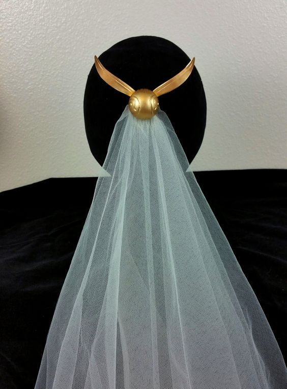 This golden snitch wedding veil is sure to be a crowd-pleaser at any Harry Potter themed wedding.