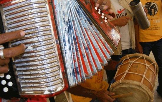Dibujos De Una Tambora Y Guira: Acordeón, Tambora Y Guira -- (Popular Dominican Musical