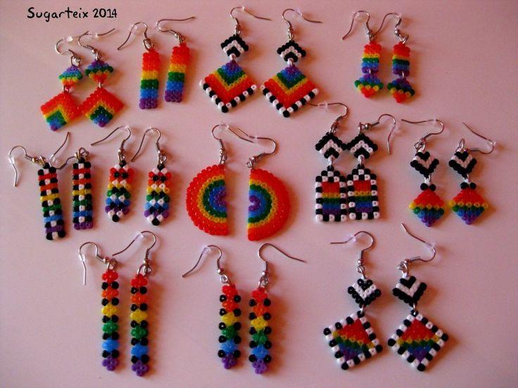 Colección de pendientes colgantes arco iris mini. Variedad de modelos. Si te gustan puedes adquirirlos en nuestra tienda on-line: http://www.mistertrufa.net/sugarshop/ Ver más en: http://mistertrufa.net/librecreacion/groups/hama-beads/