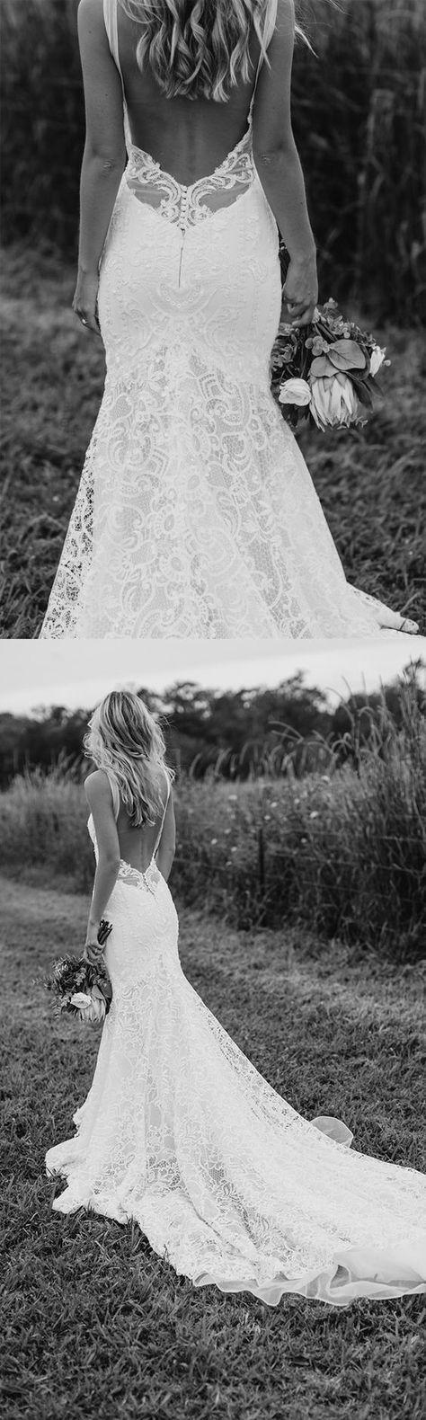 Vintage Brautkleid aus Spitze mit langer Schleppe und tiefem sexy Rückenausschnitt