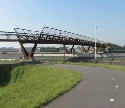 """Completed in 2013, the stunning """"Kick Pruijsbrug"""" bridge spans the 16 lanes of a motorway between Amsterdam and The Hague. Click image for full story with pictures and video from Bicycle Dutch, and visit the slowottawa.ca boards >> http://www.pinterest.com/slowottawa/boards/"""
