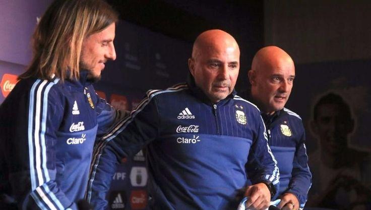 """""""La Selección no es de un grupo (amigos de Messi), sino de 40 millones"""", dijo.: Jorge Sampaoli, que fue presentado como nuevo DT de la…"""