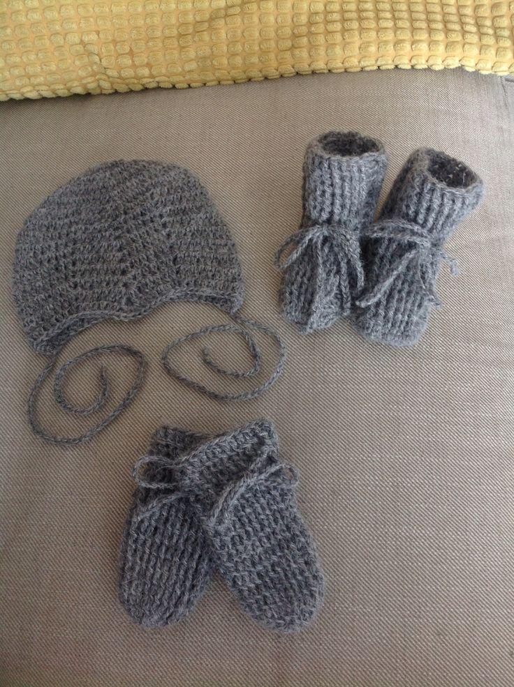 Klar til sending til en lille pige i Narsaq 💝 Hæklet i baby alcapa.
