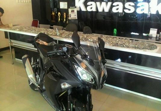 Heboh! Pasutri Asal Madiun Beli Ninja 250cc Seharga 64Jt Dengan Uang Koin 1000an