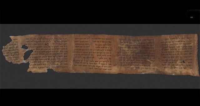 Vendida por rabino, placa de mármore permanecerá em exibição pública. Curiosamente, nela podem ser lidos apenas 9 dos 10 mandamentos registrados no Livro de Êxodo.