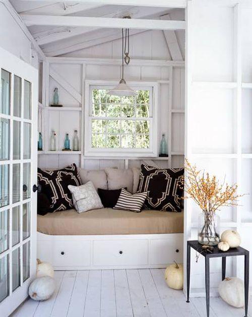 Decor Inspiration: Spaces, Cozy Nooks, Idea, Reading Nooks, Cottages, Books Nooks, Beaches Houses, Window Seats, Pillows