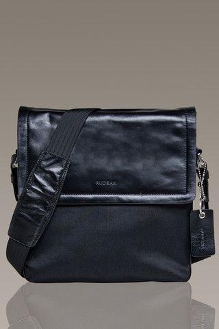 RUDSAK Small Messenger Bag | Klutch