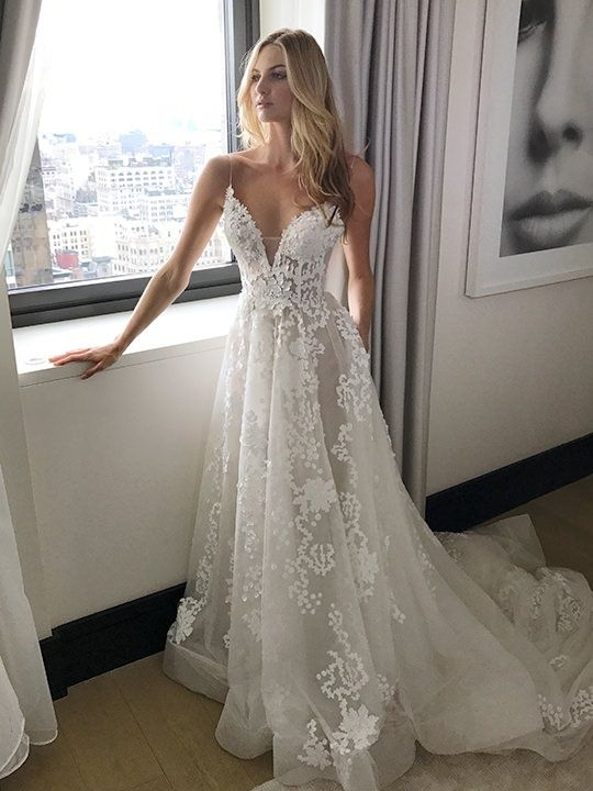 Znalezione obrazy dla zapytania lace beach wedding dresses