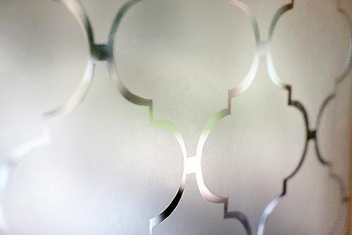 Stencil com plástico adesivo para criar privacidade, como fazer