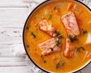 Soupe de poivrons à l'orange et au saumon Croq'Kilos : http://www.fourchette-et-bikini.fr/recettes/recettes-minceur/soupe-de-poivrons-lorange-et-au-saumon-croqkilos.html