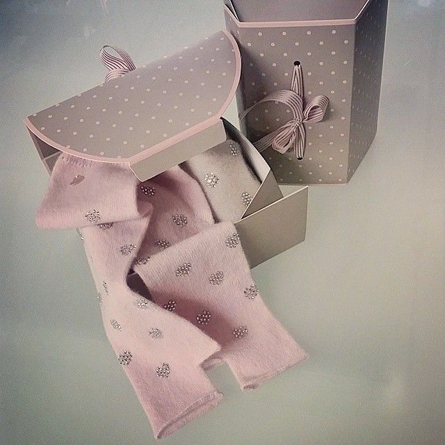 Pink cashmere fingers mittens with swarovski crystal hearts, in a pretty bon-bon pack.