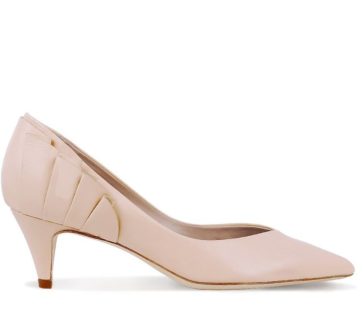 Escarpin Le Petit Derrière (Low Cut Pump) Eve Nude Calfskin by Repetto. #Repetto #Wedding #WeddingShoes #Nude #Rose