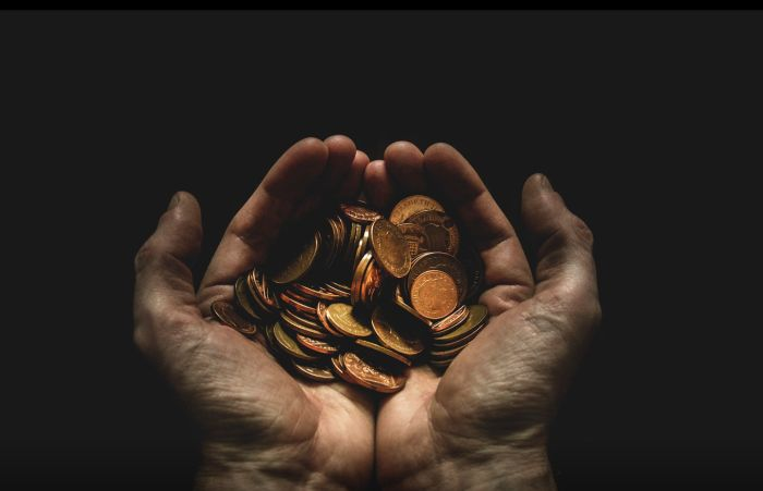 In this post I am going to analyze the relation between the number of years to retirement and savings rate. I will calculate the impact that different savings rates have on my retirement age and i will use my findings to adjust for my spending habits.